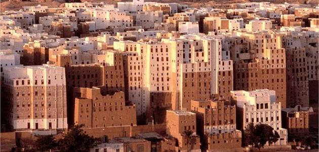 حضرموت: انفجار عنيف يهز مدينة شبام ومصادر تتحدث عن غارة أمريكية