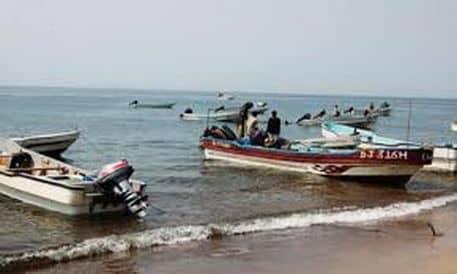 الحكومة اليمنية تدعو الصيادين إلى عدم تجاوز المياه الإقليمية حفاظاً على سلامتهم