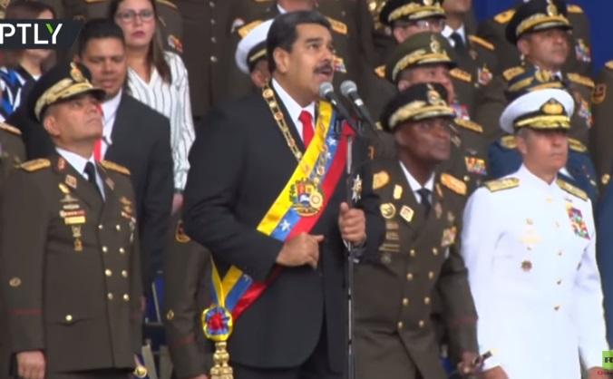 بالفيديو .. مادورو رئيس فنزويلا يتعرض لمحاولة اغتيال بواسطة طائرات مسيرة