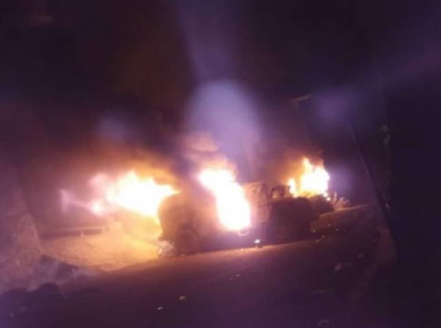 """شاهد بالصورة.. احتراق مدرعات كتائب """"أبو العباس"""" في شوارع تعز"""