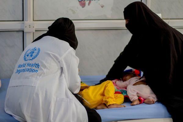 منظمة الصحة العالمية تعلن عن إطلاق مبادرة جسر جوي طبي لنقل المرضى اليمنيين إلى القاهرة