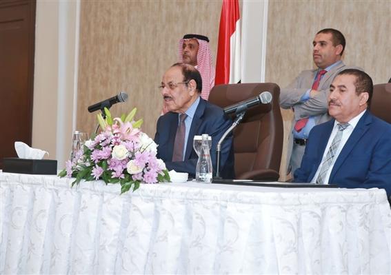 الفريق علي محسن يجدد دعوته لقيادات وقواعد المؤتمر للاصطفاف خلف القيادة الشرعية
