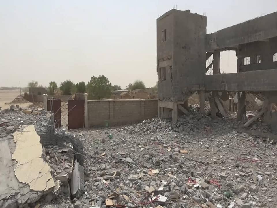 الحوثيون يفجرون مدرسة في مديرية حيران