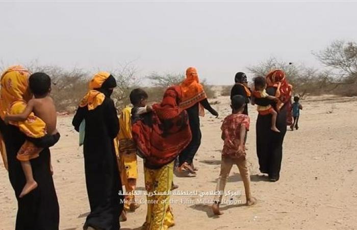 بعد تقدم الجيش الوطني نزوح جماعي لأهالي عبس في حجة عقب تحويل الحوثيين المنطقة لثكنات عسكرية