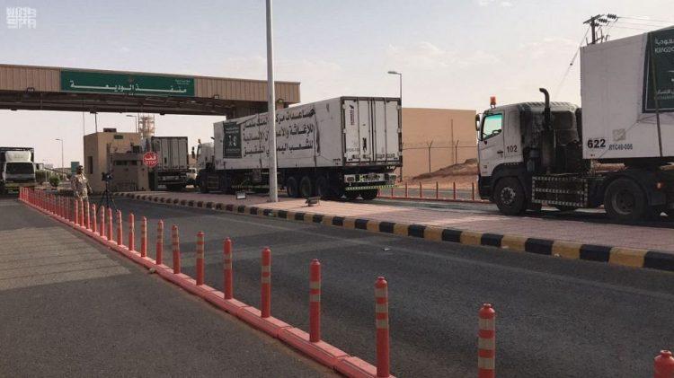 5 شاحنات اغاثة تعبر منفذ الوديعة باتجاه مأرب