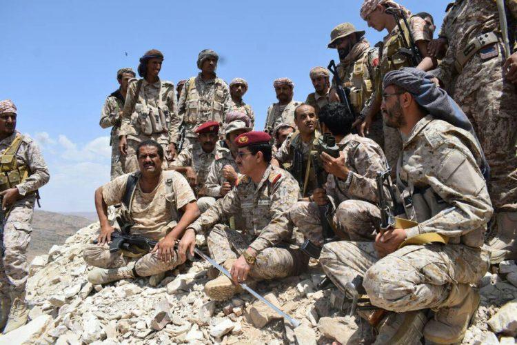 رئيس هيئة الأركان يتفقد الخطوط الأمامية بمحافظة البيضاء ويؤكد عزم الجيش على تحرير المحافظة