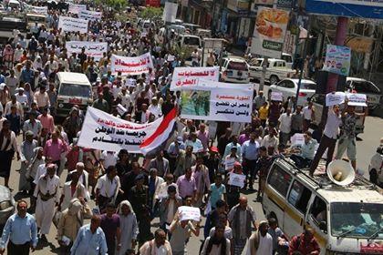 تظاهرة حاشدة في تعز ترفض أعمال الفوضى وتحتج على تدهور الوضع الاقتصادي