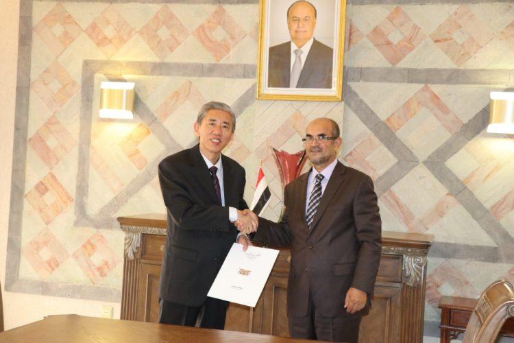 وزير التخطيط والتعاون الدولي يوقع على اتفاقية للتعاون الاقتصادي مع السفير الصيني