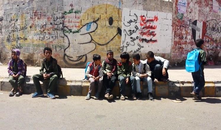 في ظل سيطرة المليشيا الحوثية.. أطفال اليمن.. من المدارس إلى العمل والتسول