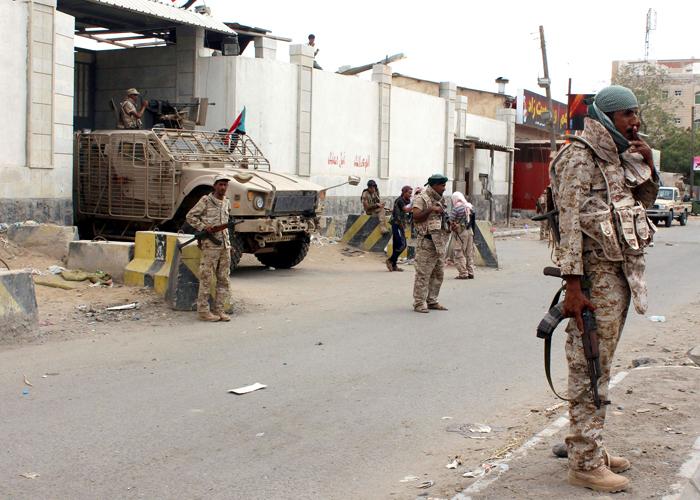 حالة من الفوضى العارمة في سجن بئر أحمد الذي تشرف عليه قوات إماراتية بعدن