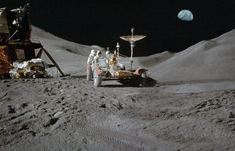 الرحلة الأولى للقمر.. مزيفة!