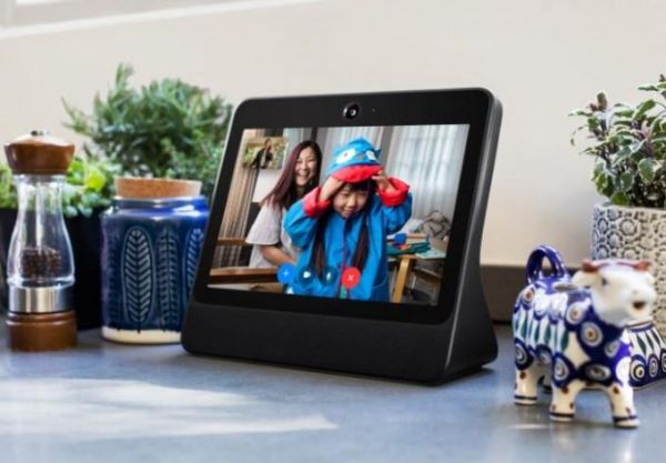 بورتال.. جهاز ذكي جديد من فيسبوك لتسهيل المحادثة عبر الفيديو