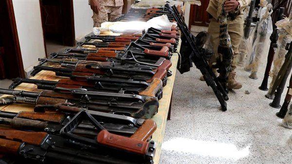قوات الجيش تضبط شحنة أسلحة مهربة في مأرب كانت في طريقها إلى المليشيات