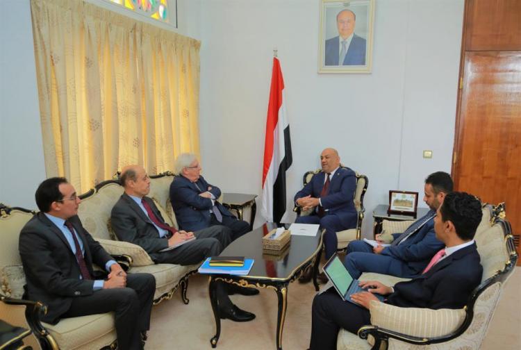 وزير الخارجية يناقش مع المبعوث الأممي إجراءات بناء الثقة ومسار السلام