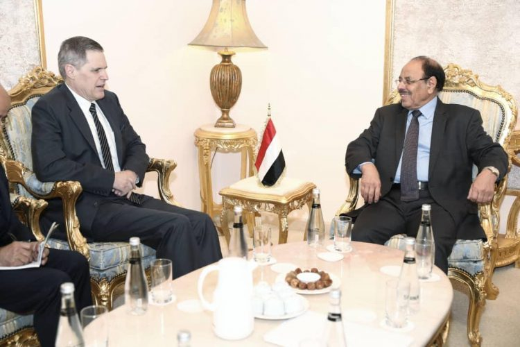 الفريق محسن يلتقي السفير الامريكي لدى اليمن