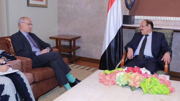 نائب الرئيس يلتقي السفير البريطاني لدى اليمن لمناقشة الجهود المبذولة لإحلال السلام