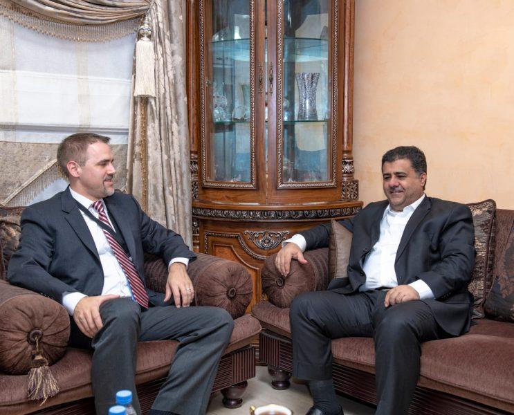 الشيخ العيسي يلتقي المسؤول الاقتصادي في وحدة الشؤون اليمنية بالخارجية الأمريكية
