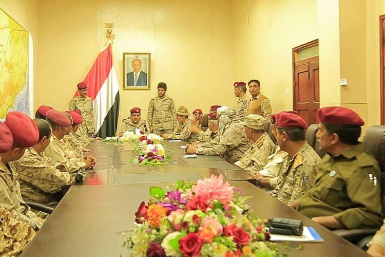 النخعي يرأس اجتماعاً موسعاً لقيادة وزارة الدفاع