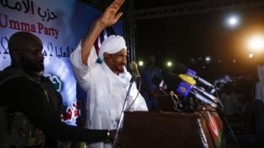 """مظاهرات السودان: زعيم المعارضة يدعو لتشكيل حكومة توافقية بعد """"ارتفاع"""" عدد قتلى الاحتجاجات"""