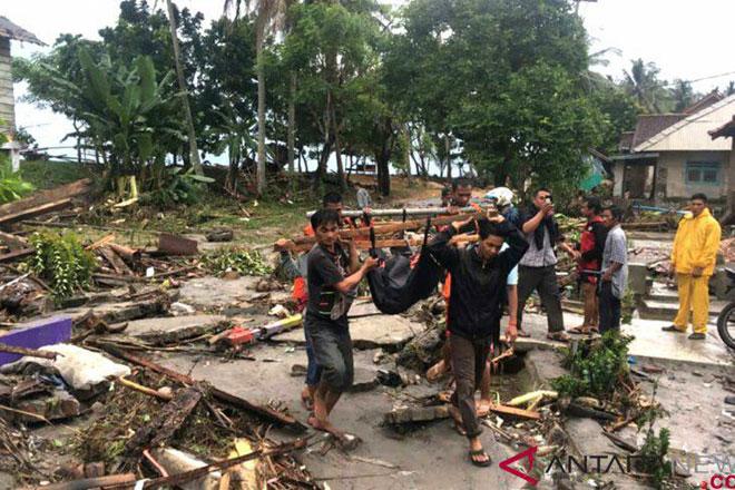 ارتفاع عدد ضحايا تسونامي اندونيسيا إلى 222 قتيلاً (فيديو)