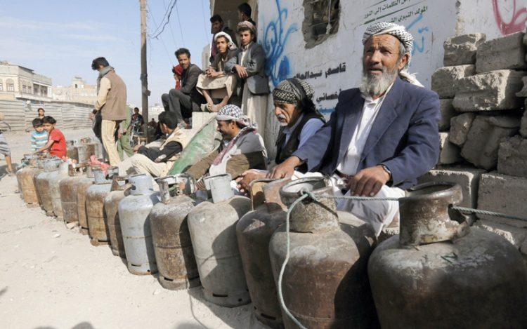 البيضاء: مليشيا الحوثي تفتعل أزمة غاز لبيع الاسطوانت بمبالغ خيالية