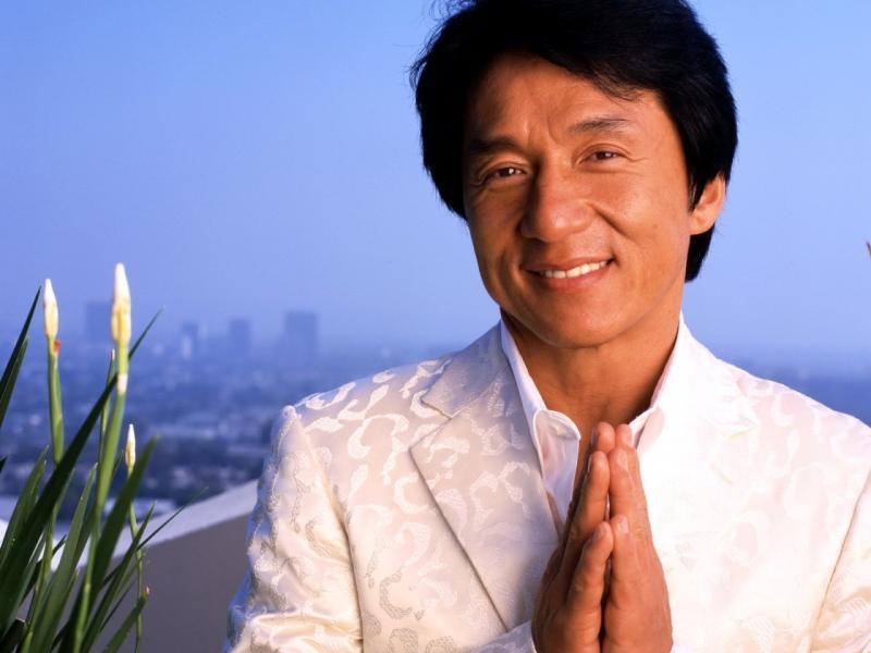 """بسبب لقطة غير محتشمة للممثل الصيني """"جاكي شان""""، إقالة مدير قناة تلفزيونية ايرانية"""