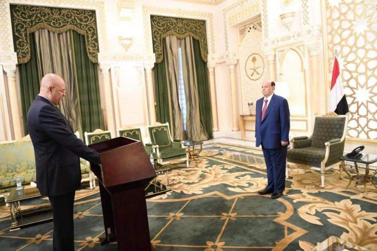 محافظ تعز الجديد يؤدي اليمين الدستورية أمام رئيس الجمهورية