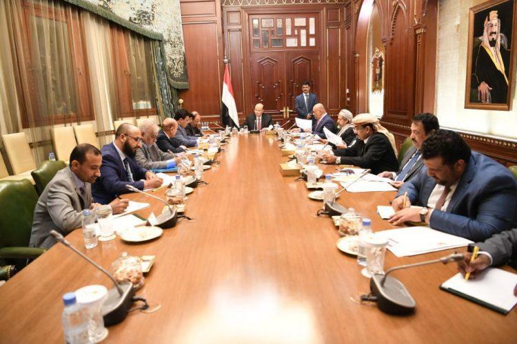 رئيس الجمهورية يرأس اجتماعا استثنائيا لمستشاريه لمناقشة الأوضاع السياسية والعسكرية