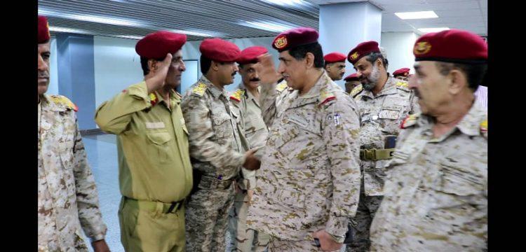 وسط استقبال مهيب.. رئيس هيئة الاركان يصل العاصمة المؤقتة عدن (صور)