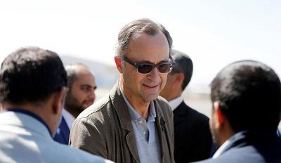 """""""كاميرت"""" يصل الى العاصمة صنعاء والخارجية اليمنية تحذر من انهيار اتفاق ستوكهولم"""