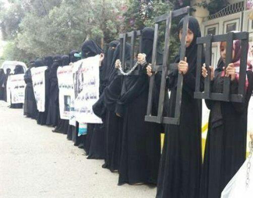 في صنعاء الحوثي يتعدّى على العارٌ.. اختطاف النساء وتعذيبهن والاستيلاء على مجوهراتهن