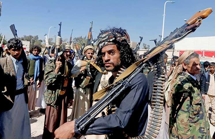 """قيادات مليشيات الحوثي تشتبك مع بعضها في الجوف """"تفاصيل"""""""