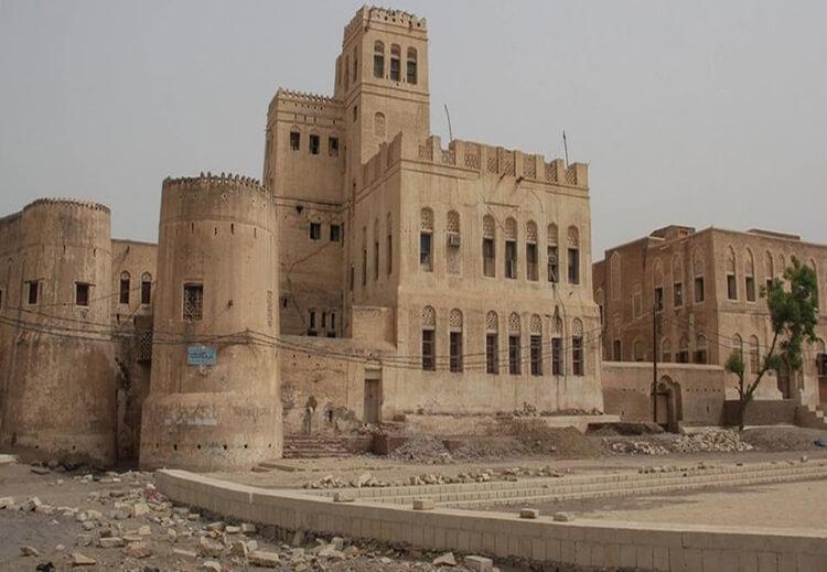 """زبيد: مليشيا الحوثي تسرق مخطوطات تاريخية و""""الإيسيسكو"""" تدين هذا العمل الاجرامي"""
