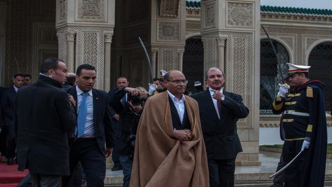 رئيس تونس السابق يتهم الامارات بالتآمر على بلاده