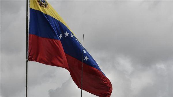 رئيس المعارضة في فنزويلا يعلن نفسه رئيسا مؤقتا للبلاد وترامب يعترف به
