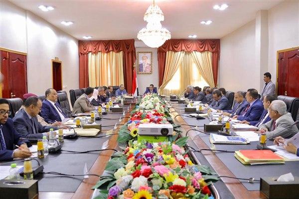 خلال اجتماعها في عدن.. الحكومة اليمنية تتوعد المفسدين في الجنوب بإجراءات صارمة