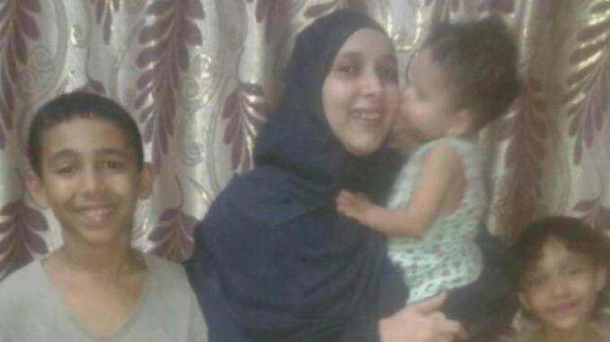اليمنية صفية تعود لأحضان والدتها البريطانية في ويلز.. وتدلي بأولى التصريحات