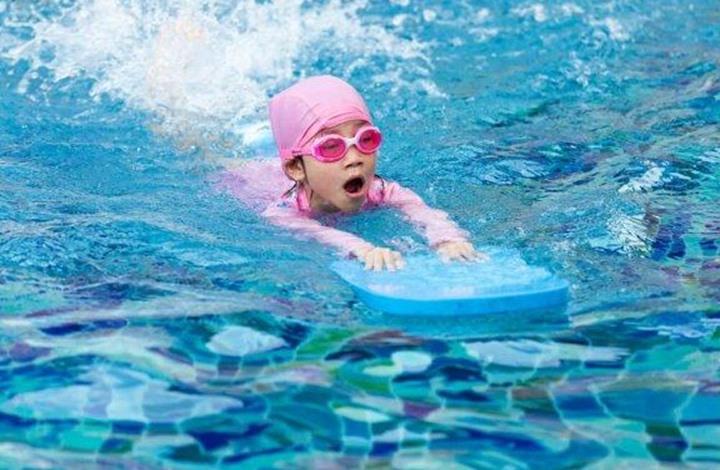 تعرف على أفضل النصائح لتعليم الأطفال كيفية السباحة