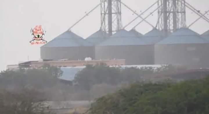 الأغذية العالمي يطالب بنقل القمح من صوامع الحديدة