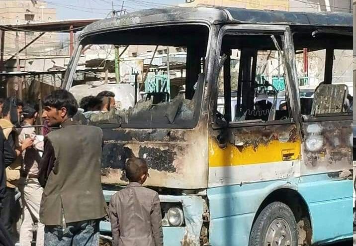 """حريق يلتهم باص نقل في العاصمة صنعاء """"صورة"""""""
