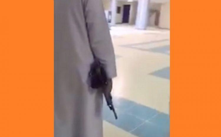 """ظهر يحمل """"رشاشاً"""" في حرم المدرسة.. القبض على طالب في محافظة الأفلاج بالسعودية"""