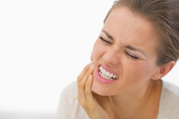 علاجات طبيعية لتسكين آلام الأسنان