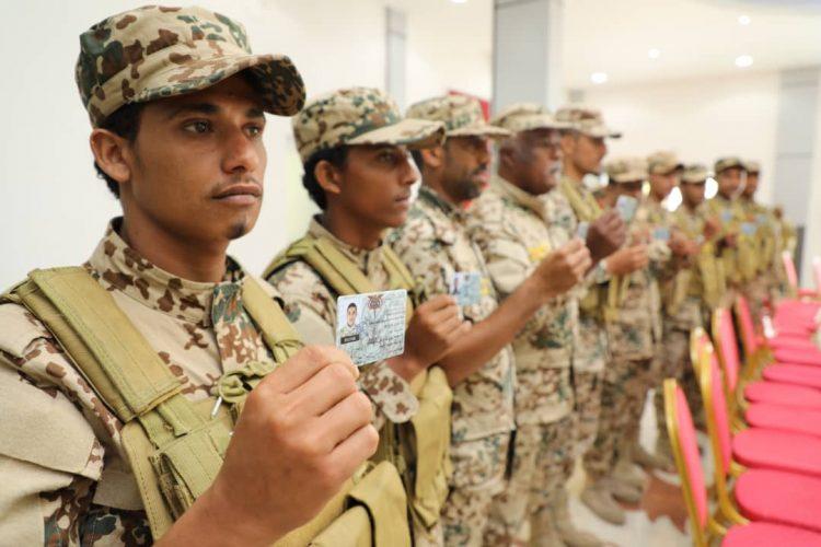 النخعي يدشن بدء صرف البطائق العسكري الإلكترونية الجديدة لمنتسبي الجيش في عدن