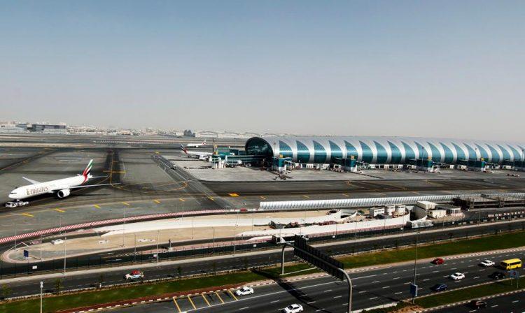 """بسبب طائرة مسيرة """"درون"""".. مطار دبي يوقف رحلاته اليوم الجمعة"""