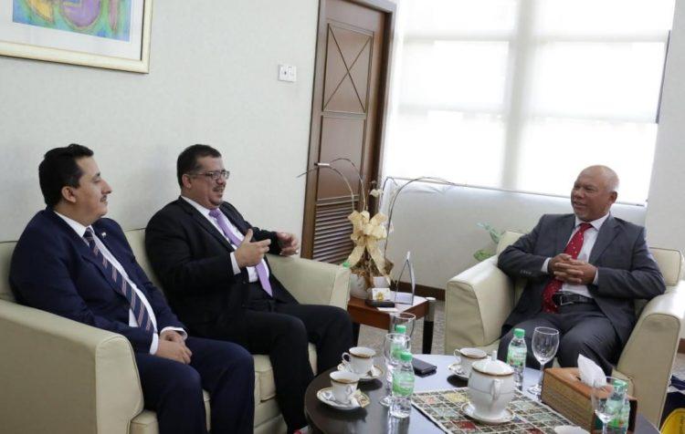 المعهد الدبلوماسي والعلاقات الخارجية الماليزي يبجي استعداده لتدريب كوادر وزارة الخارجية اليمنية