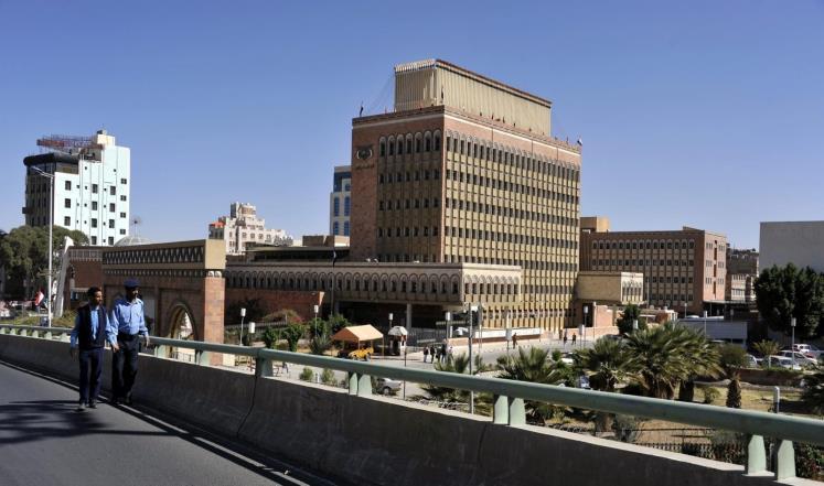الحوثيون يشنون حملة شعواء لاستهداف القطاع المصرفي بصنعاء