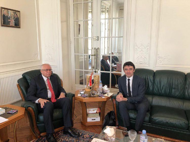 سفير اليمن لدى فرنسا يناقش الترتيبات الجارية لمشاركة اليمن في المؤتمرات الدولية لحماية البيئة