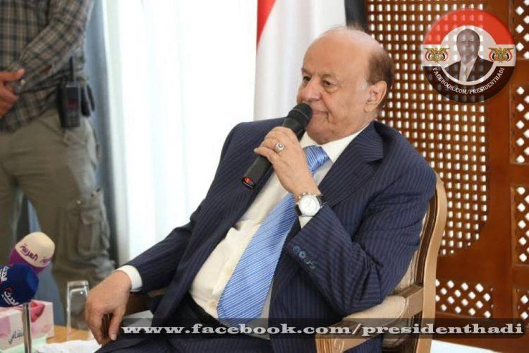 الرئيس اليمني يصل القاهرة للمشاركة في القمة العربية الأوروبية