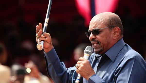 بعد إعلانه حالة الطوارئ قبل أيام.. الرئيس السوداني يصدر 4 أوامر طوارئ