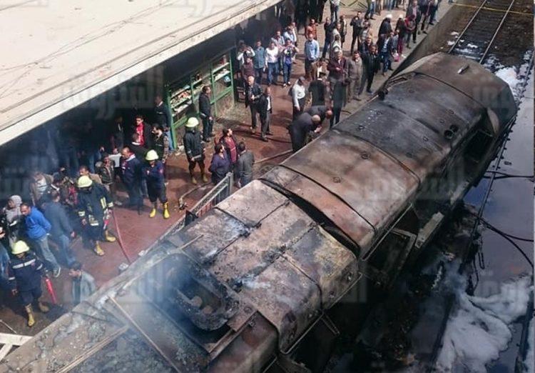 """مصر: عشرات الوفيات والمصابين في حادث قطار محطة مصر بمنطقة رمسيس """"صور وفيديو"""""""